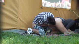 Cámara oculta de pareja amateur culiando al aire libre