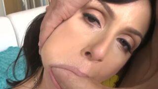 Destrozando la boca y el gran culo de la milf Kendra Lust