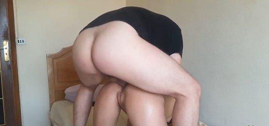 Insaciable culona monta un pollon hasta el orgasmo anal