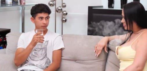 Jovencito penetra a la mujer de su tío porno en español