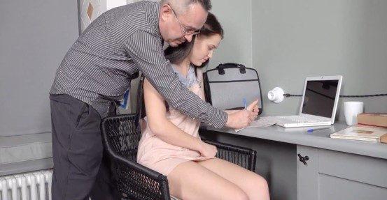 Profesor seduce a su alumna y la humilla con su polla xxx