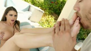 Sexy pies y depilado coño mojado